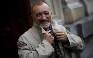 Arturo Pérez-Reverte, el embajador de los condones multiusos. ©José Luis Roca