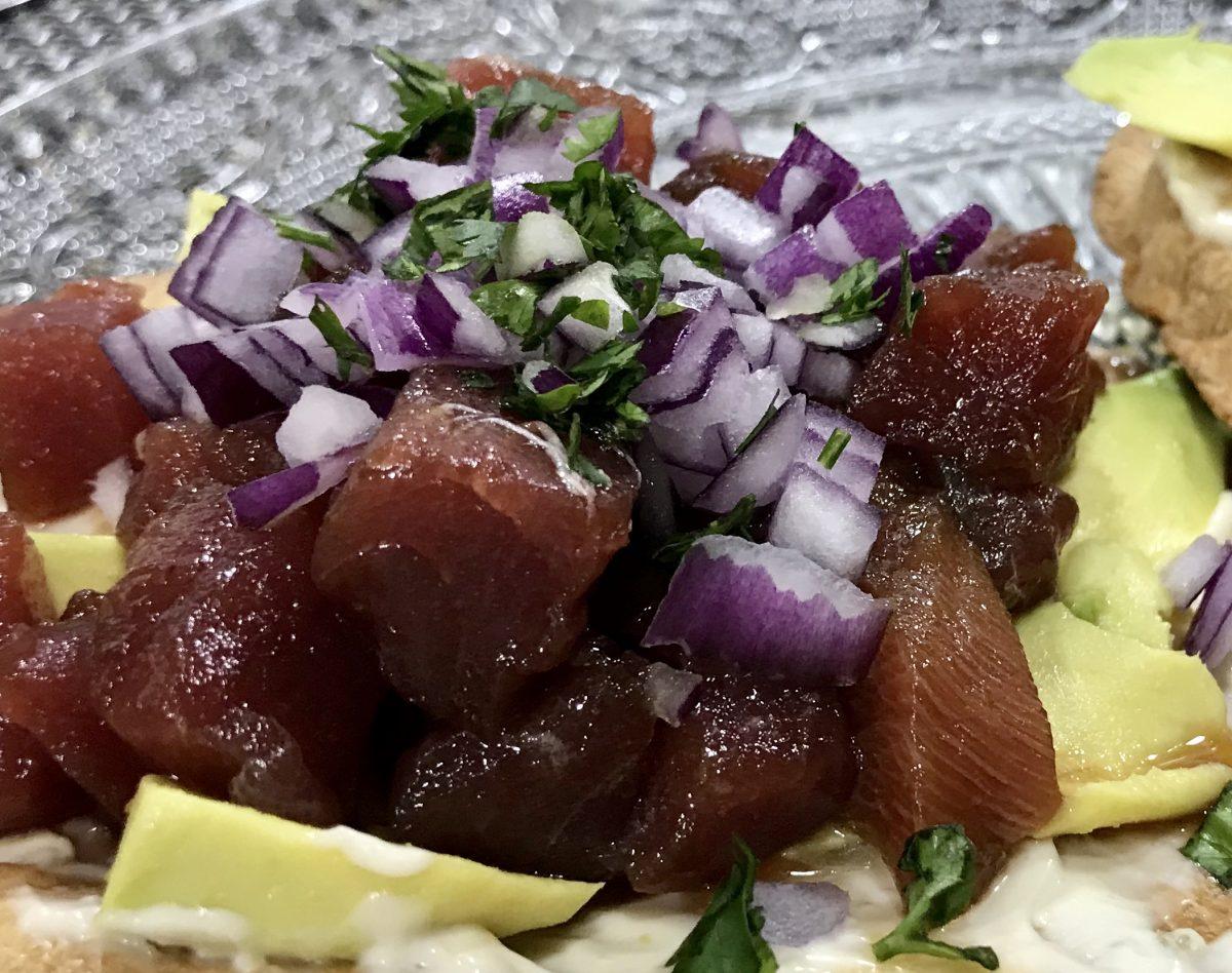 Tostas de atún rojo (con mayonesa picante)